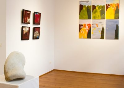 Arbeiten: Lutz Wiedmann, Skulptur, Constanze Straub (Wand links), Jessica Kulp, Wand vorn